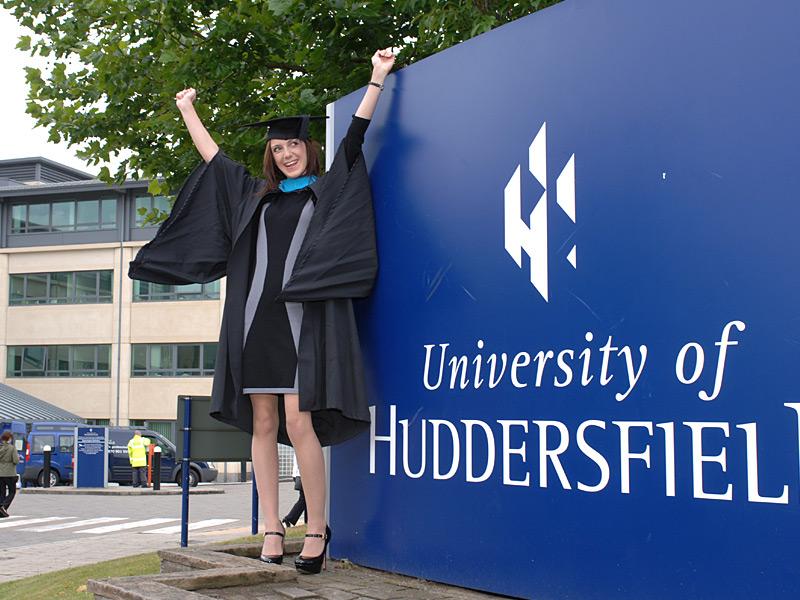 Học bổng đến từ University of Huddersfield