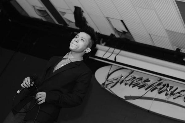 Chàng trai hát giả giọng Hồ Ngọc Hà và Phạm Quỳnh Anh cực chất trên đất Úc